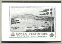"""Affotografering af protestmærke med påskriften """"Dansk Vestindien Protest mod Salget"""""""