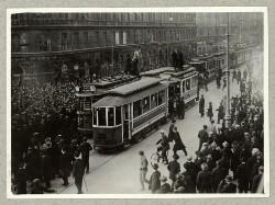 Urolighederne på Grønttorvet. Sperling kæmper med politiet på Sporgvogn 13. november 1918.