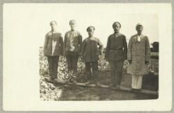 Fem russiske krigsfanger på mark