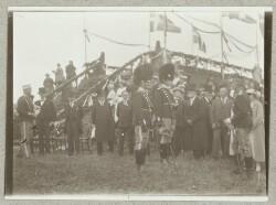 To soldater fra Livgarden ved genforeningsfesten d. 11. juli 1920 i Dybbøl Skanser