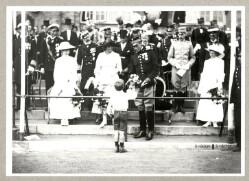 Kongefamilien ved genforeningsfesten på stadion i København