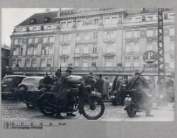 Tysk militær med motorcykler på Kongens Nytorv, 9. April 1940