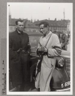 To ledende frihedskæmpere i Helsingør for at modtage Den Danske Brigade, 5. maj 1945