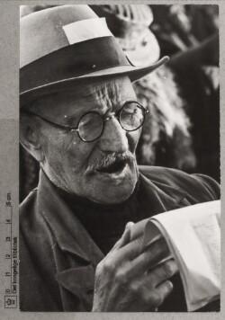 Syngende gammel mand, 2. september 1940