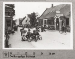Kø i gaden, 7. juni 1944