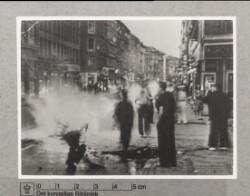 Der tændes bål i gaden