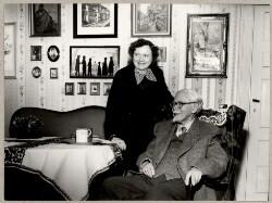 Johannes Jørgensen med sin 2. hustru Helena