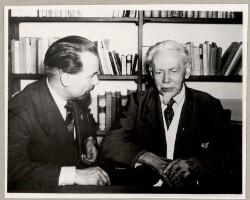 Digteren i sit Bibliotek sammen med de italienske Kollegers Sendebud, Digteren Tullio Colsalvatico