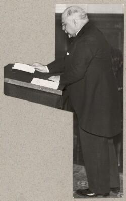 C. Th. Zahle på talerstol