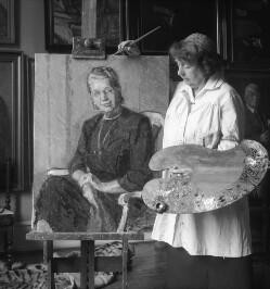 Margrethe Svenn Poulsen med Lisbet Hindsgauls portræt