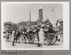 Hestetrukken turistbus på Rådhuspladsen