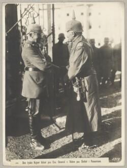 1282. Den tyske Kejser hilser paa Exc. General v. Below paa Slottet i Passariano.