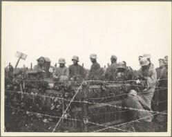 Front francais. Prisonniers allemands derrière les clôtures. Den franske front. Tyske krigsfanger bag indhegning.