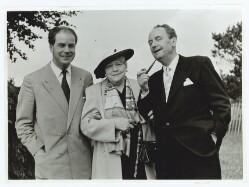 Edith Rode mellem sin søn Ebbe Rode og skuespilleren Albert Luther