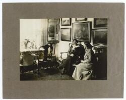 Anna Ancher. - Mor og datter i Anchers hjem ca. 1915
