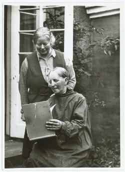 Anna Ancher med sin datter Helga