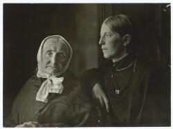 Fru Brøndum og datteren Anna Ancher