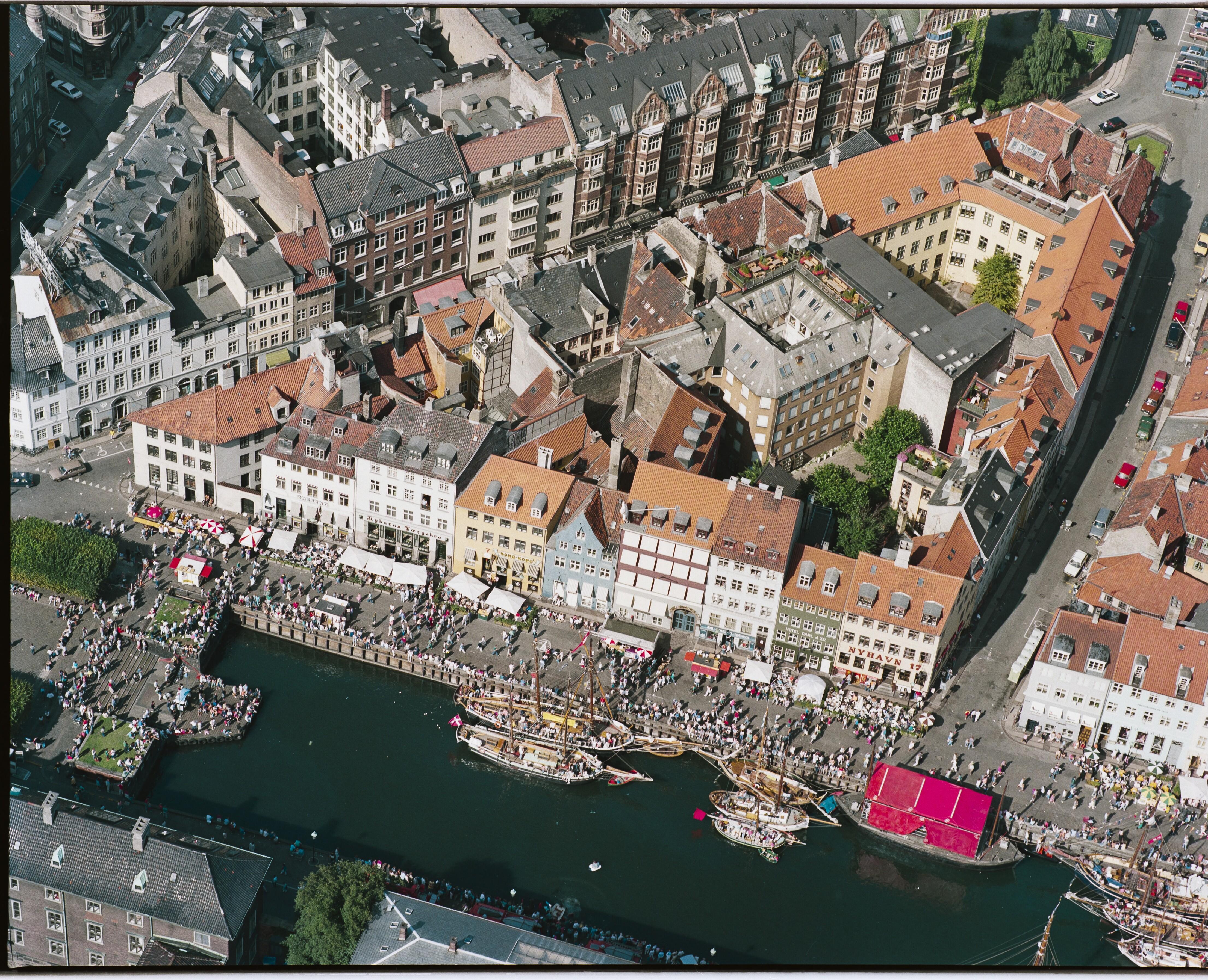 Skråfoto fra 1988 taget 66 meter fra Nyhavn 21, 1. mf