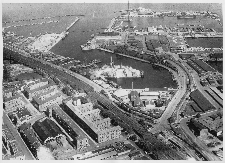 Skråfoto fra 1928-1950 taget 73 meter fra Hjørringgade 37, 14. th