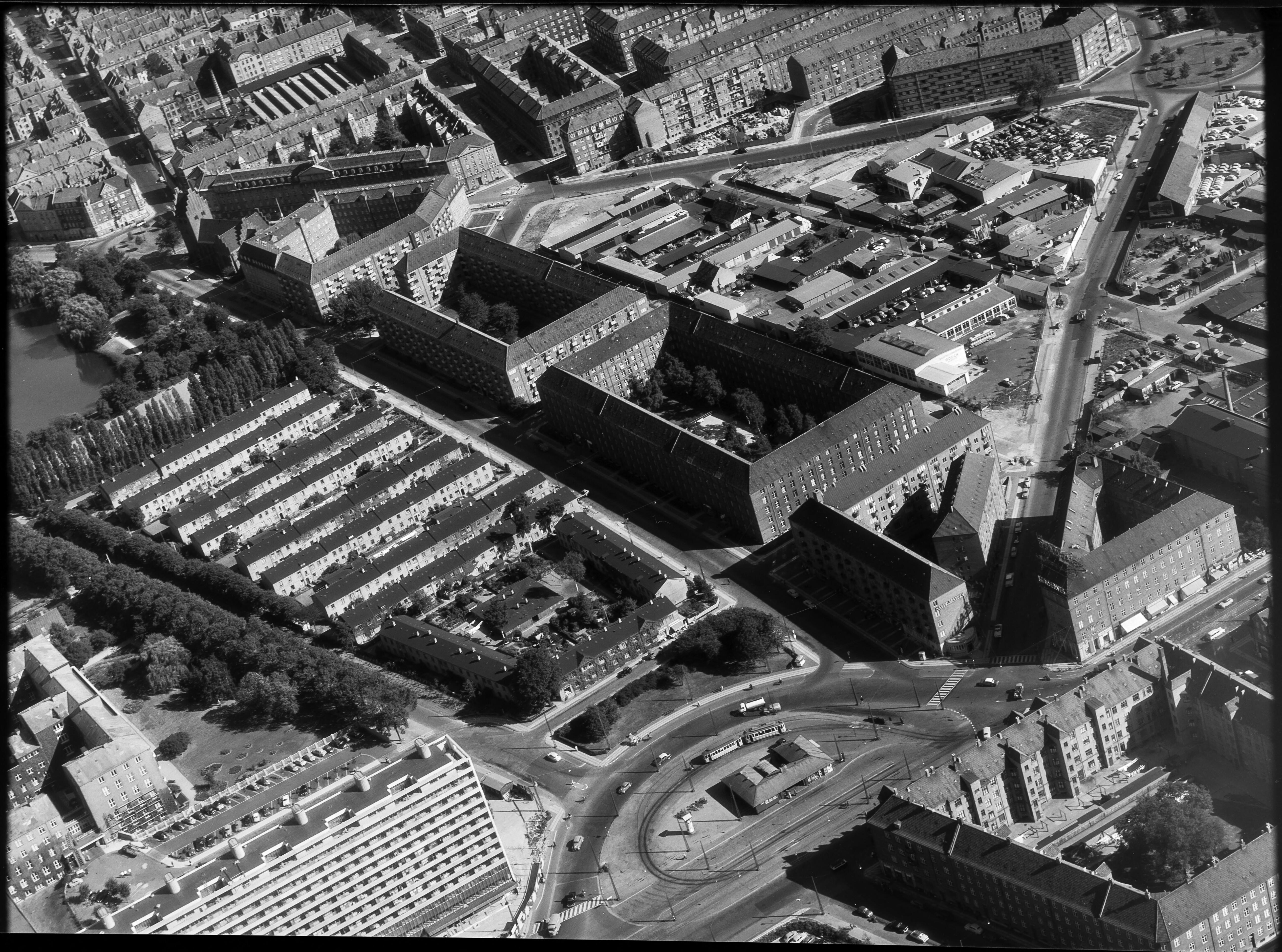 Skråfoto fra 1950-1980 taget 73 meter fra Æbeløgade 44, 4. 1