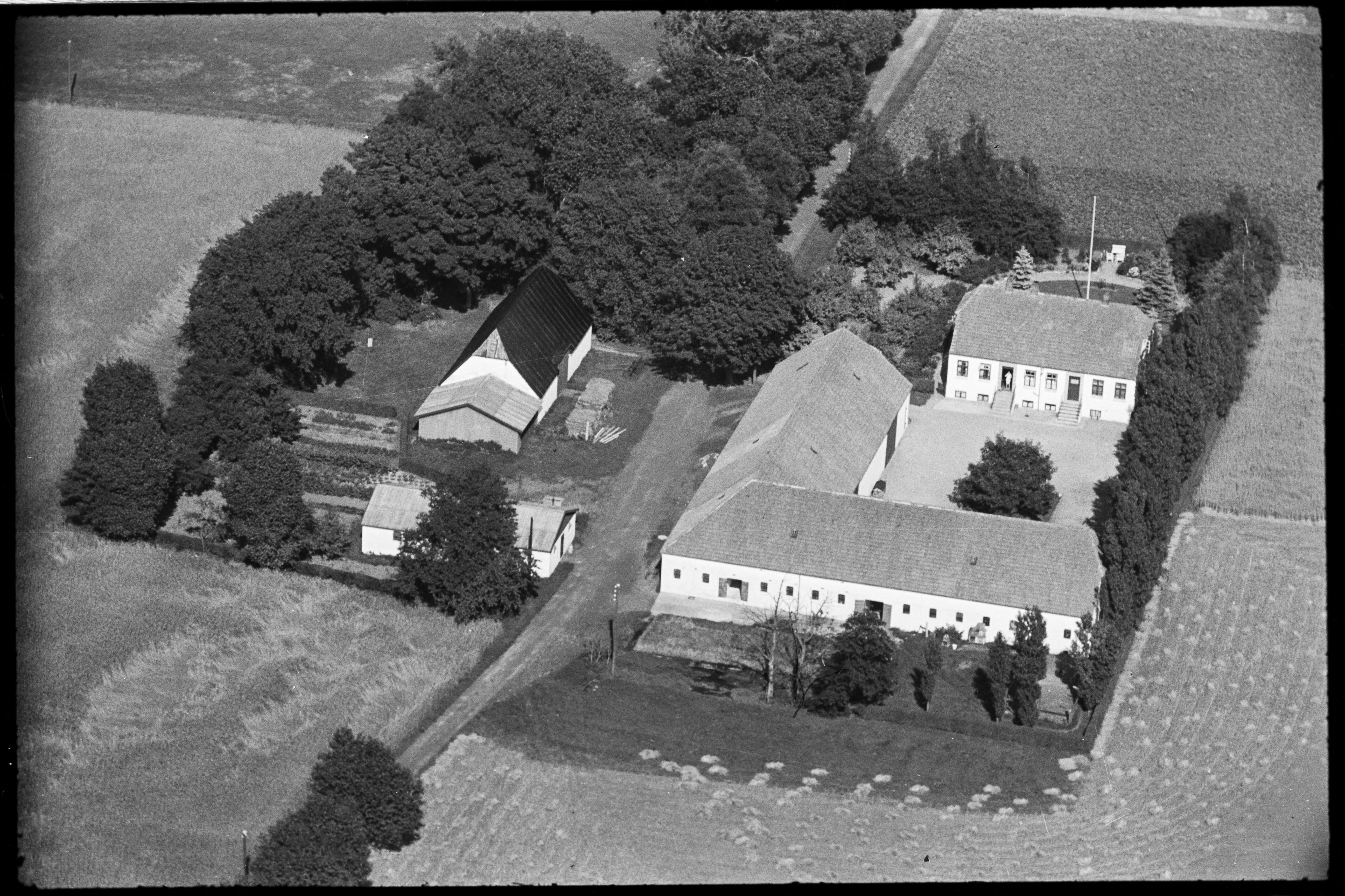 Skråfoto fra 1936-1938 taget 153 meter fra Byvej 201, st. 13