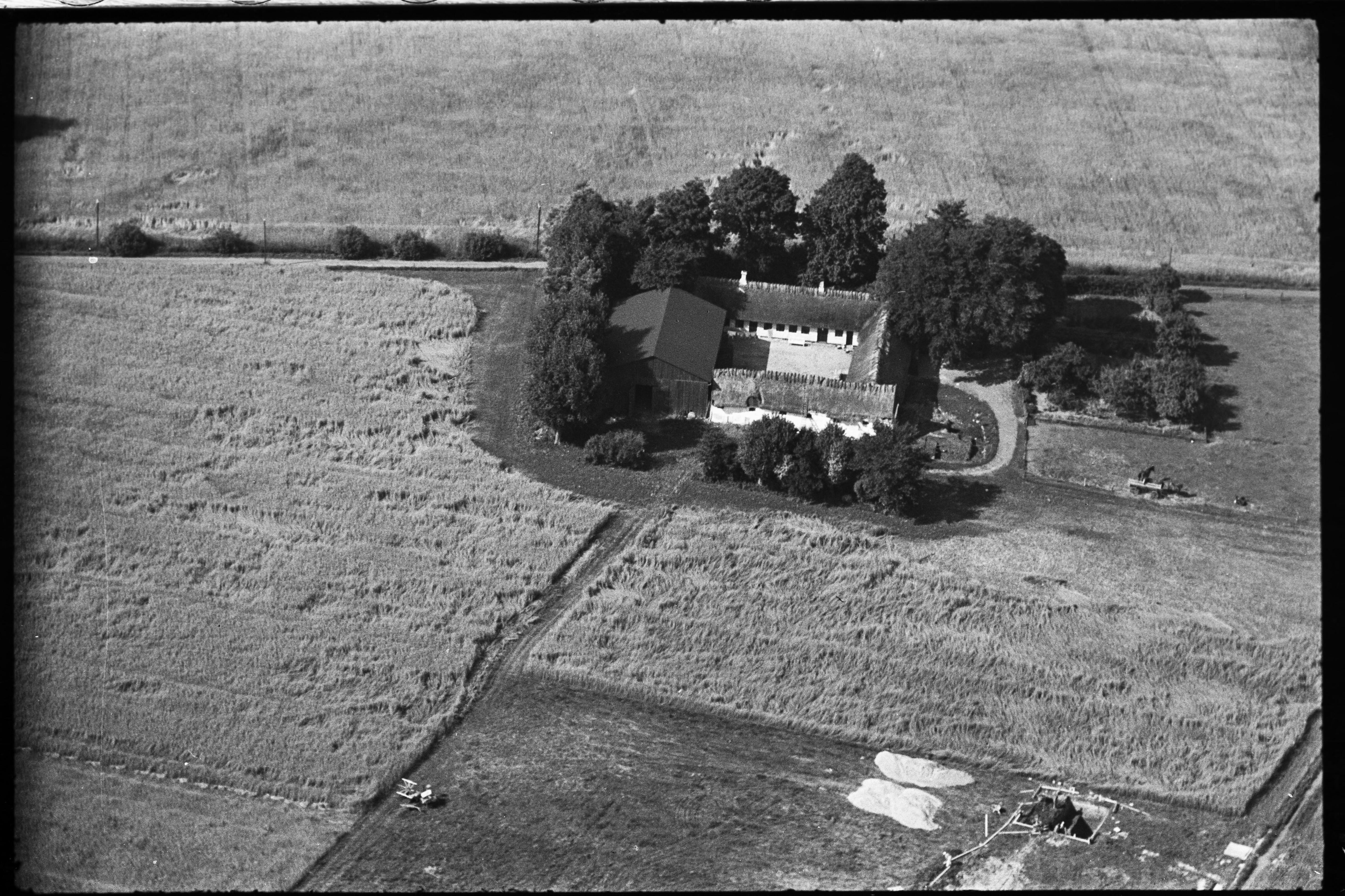 Skråfoto fra 1936-1938 taget 83 meter fra Arnold Nielsens Boulevard 45, st. tv