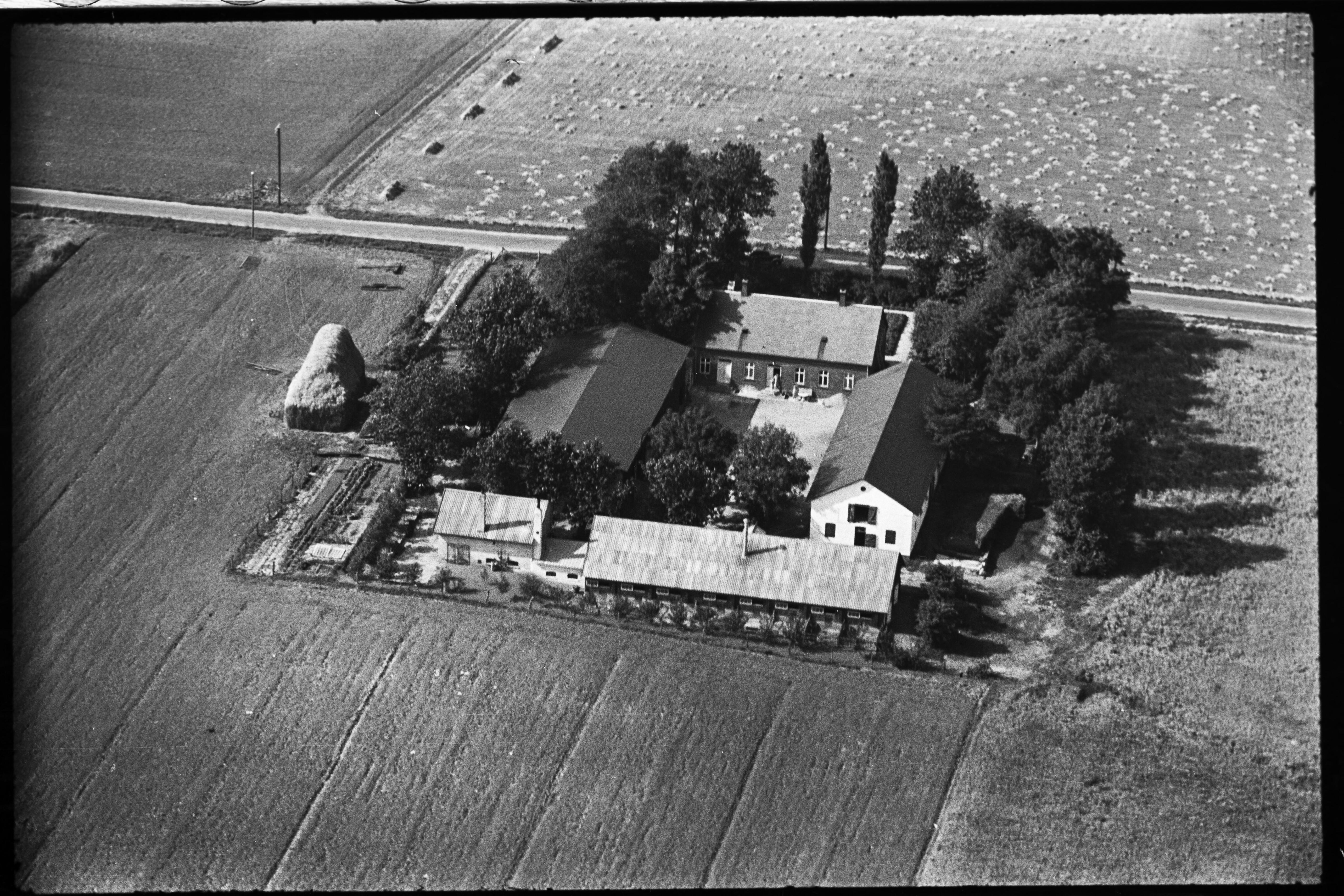 Skråfoto fra 1936-1938 taget 42 meter fra Arnold Nielsens Boulevard 10, 3. tv