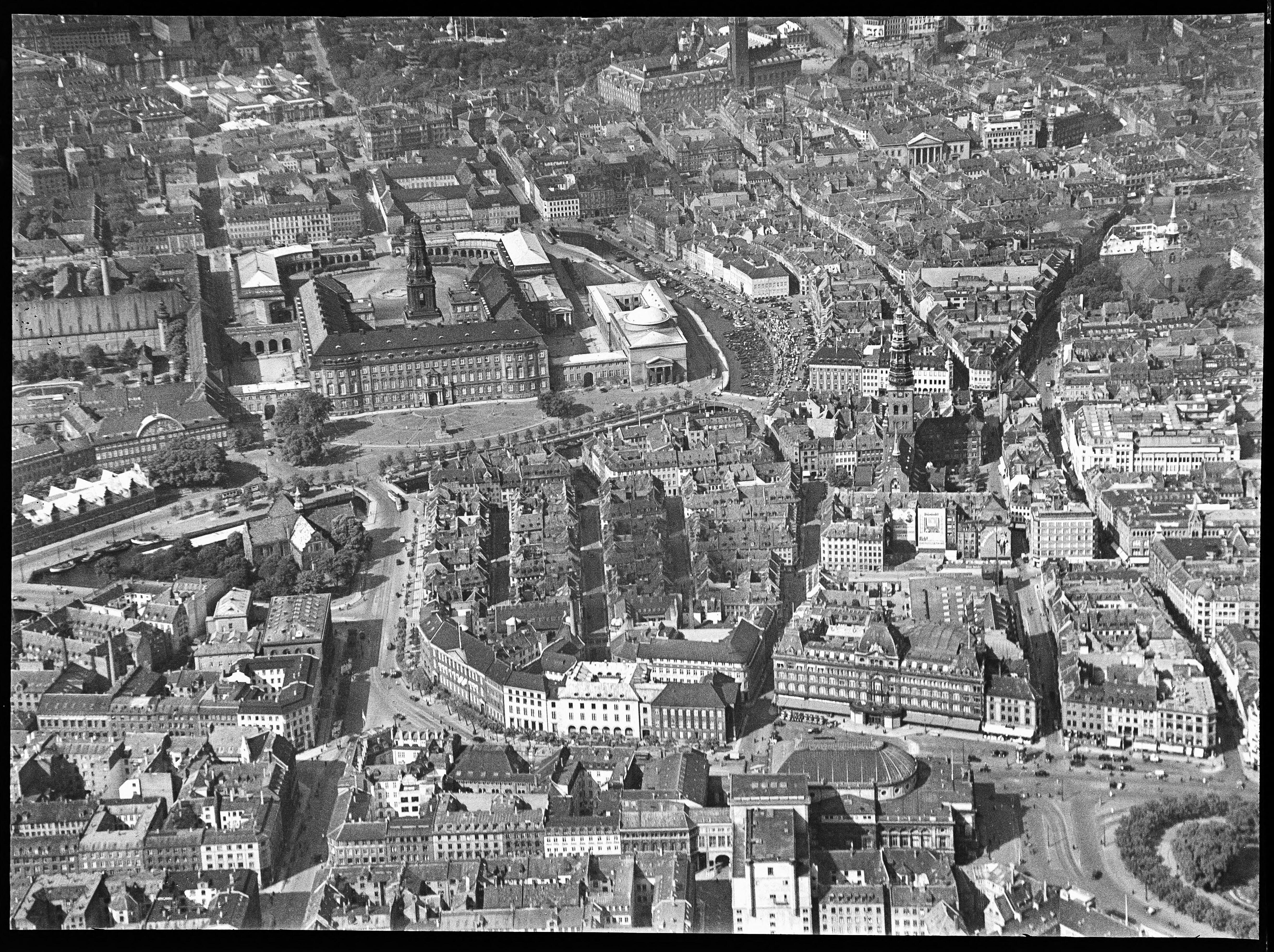 Skråfoto fra 1928-1933 taget 76 meter fra Asylgade 7, 3.