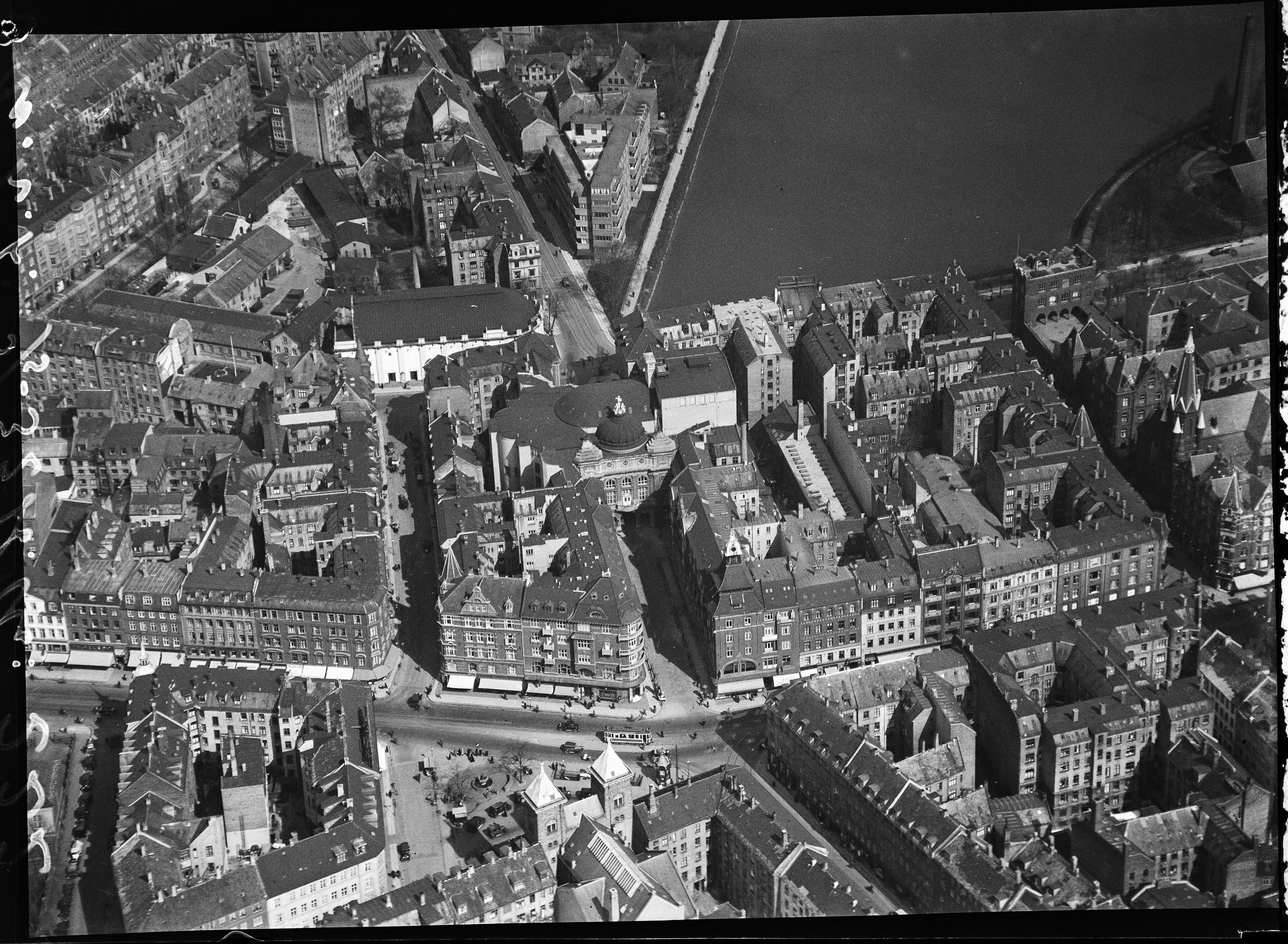Skråfoto fra 1928-1933 taget 109 meter fra Vesterbrogade 56, 1. th