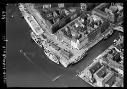 thumbnail: Skråfoto fra 1936 taget 97 meter fra Nyhavn 40, 5. tv