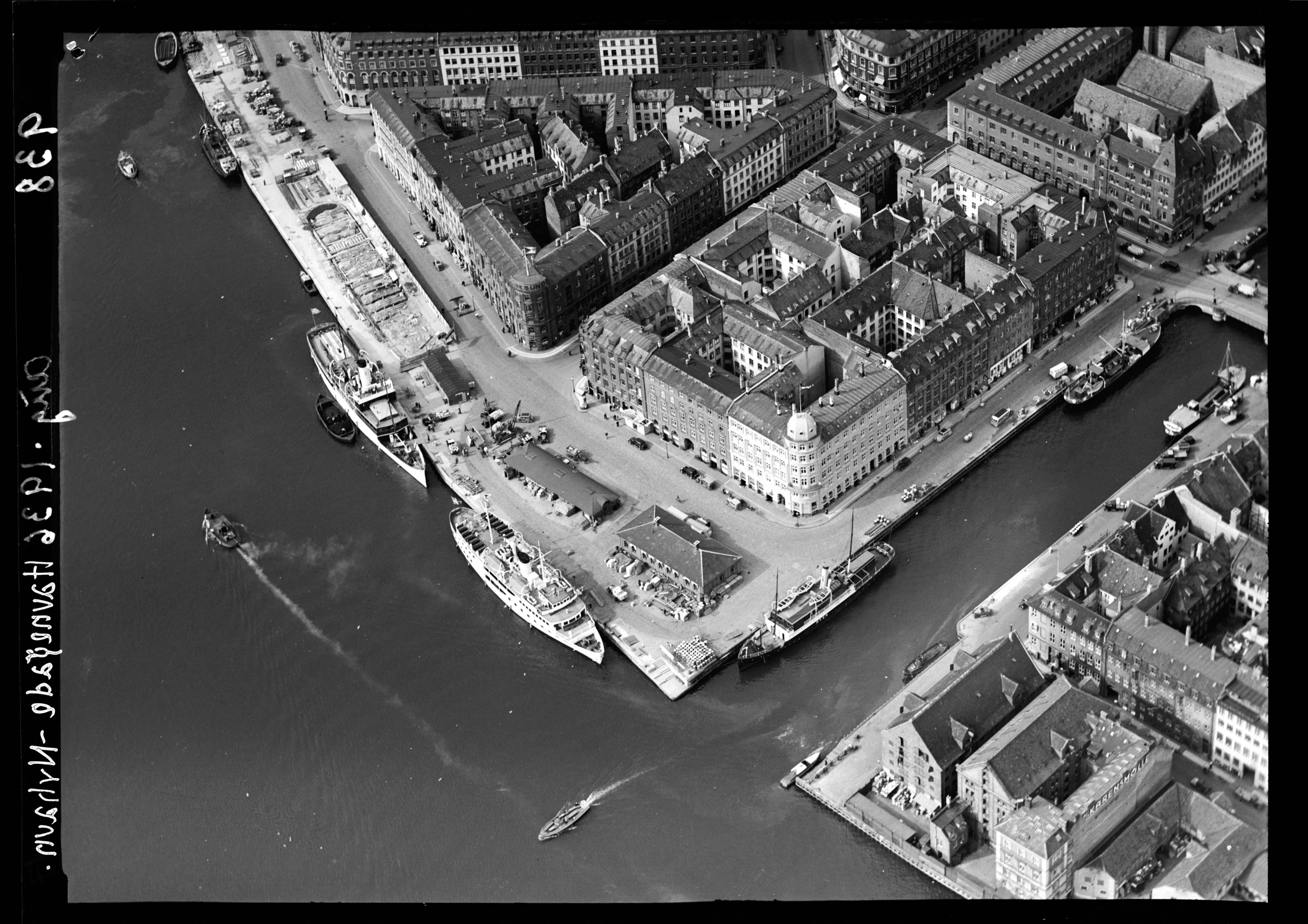 Skråfoto fra 1936 taget 97 meter fra Nyhavn 40, 5. tv