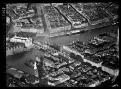 thumbnail: Skråfoto fra 1937 taget 248 meter fra Peder Skrams Gade 26B, 4. tv