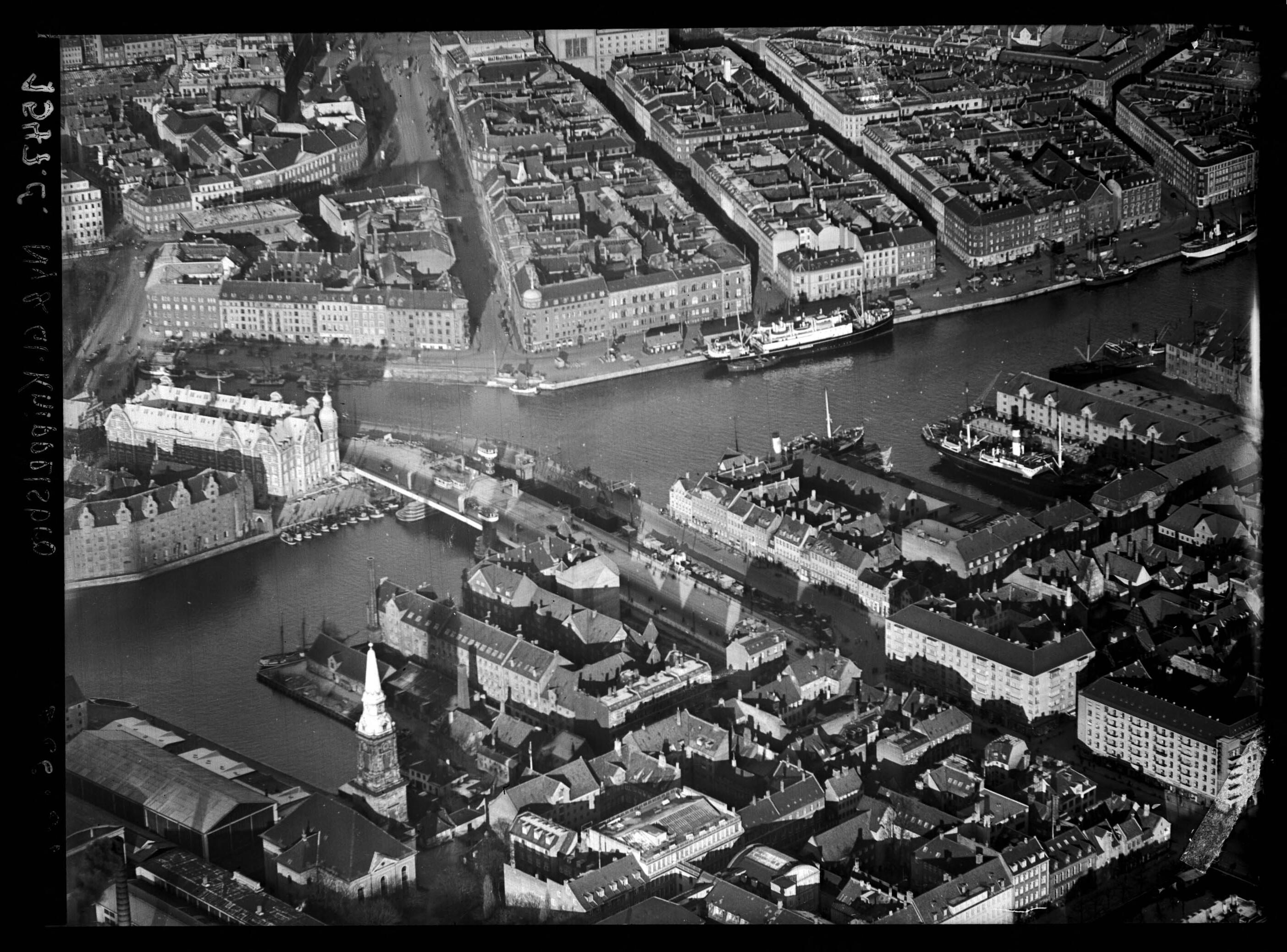 Skråfoto fra 1937 taget 248 meter fra Peder Skrams Gade 26B, 4. tv