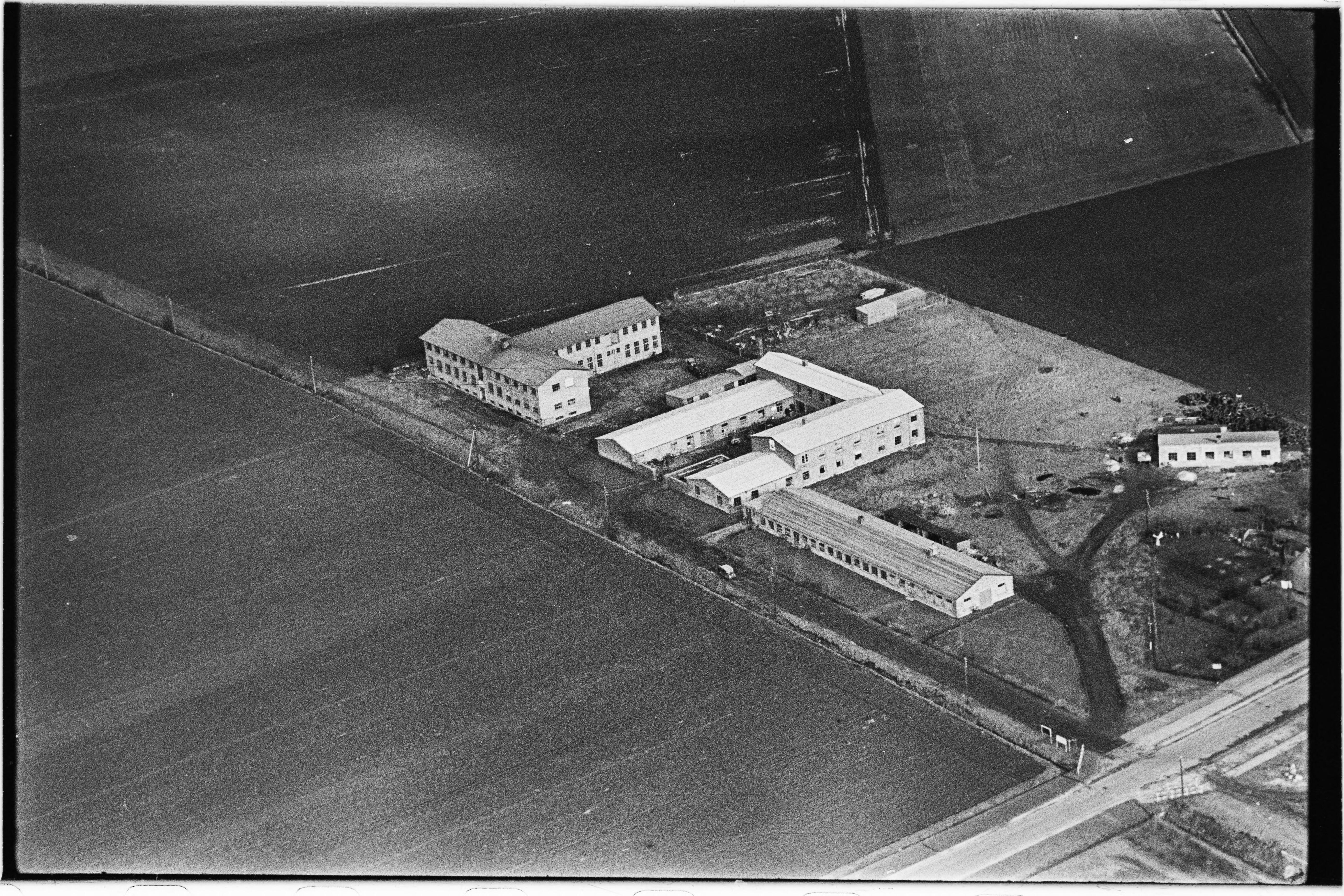 Skråfoto fra 1950-1954 taget 110 meter fra Arnold Nielsens Boulevard 169, 1. tv