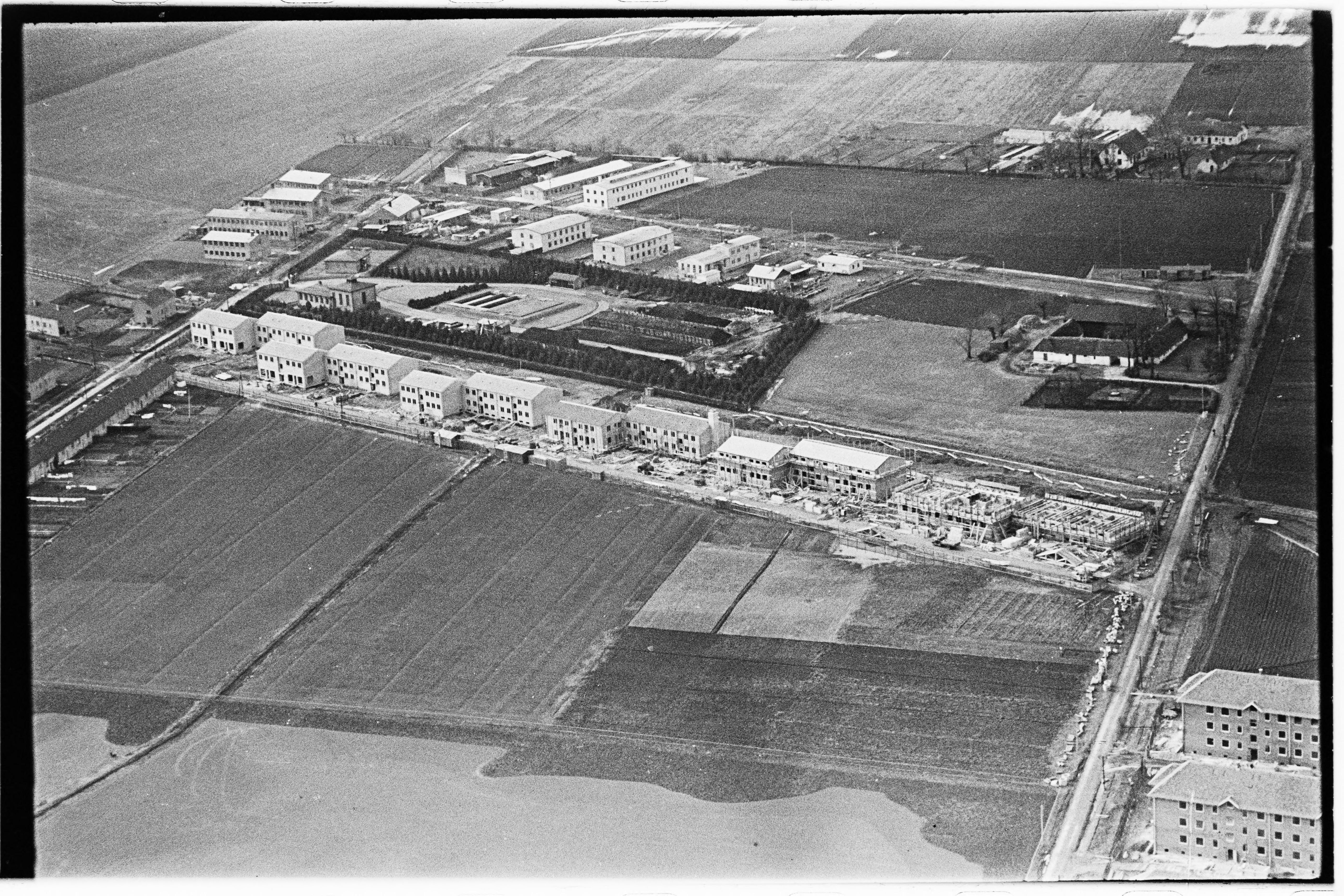 Skråfoto fra 1950-1954 taget 193 meter fra Bibliotekvej 17