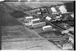 thumbnail: Skråfoto fra 1950-1954 taget 290 meter fra Arnold Nielsens Boulevard 133, st. tv