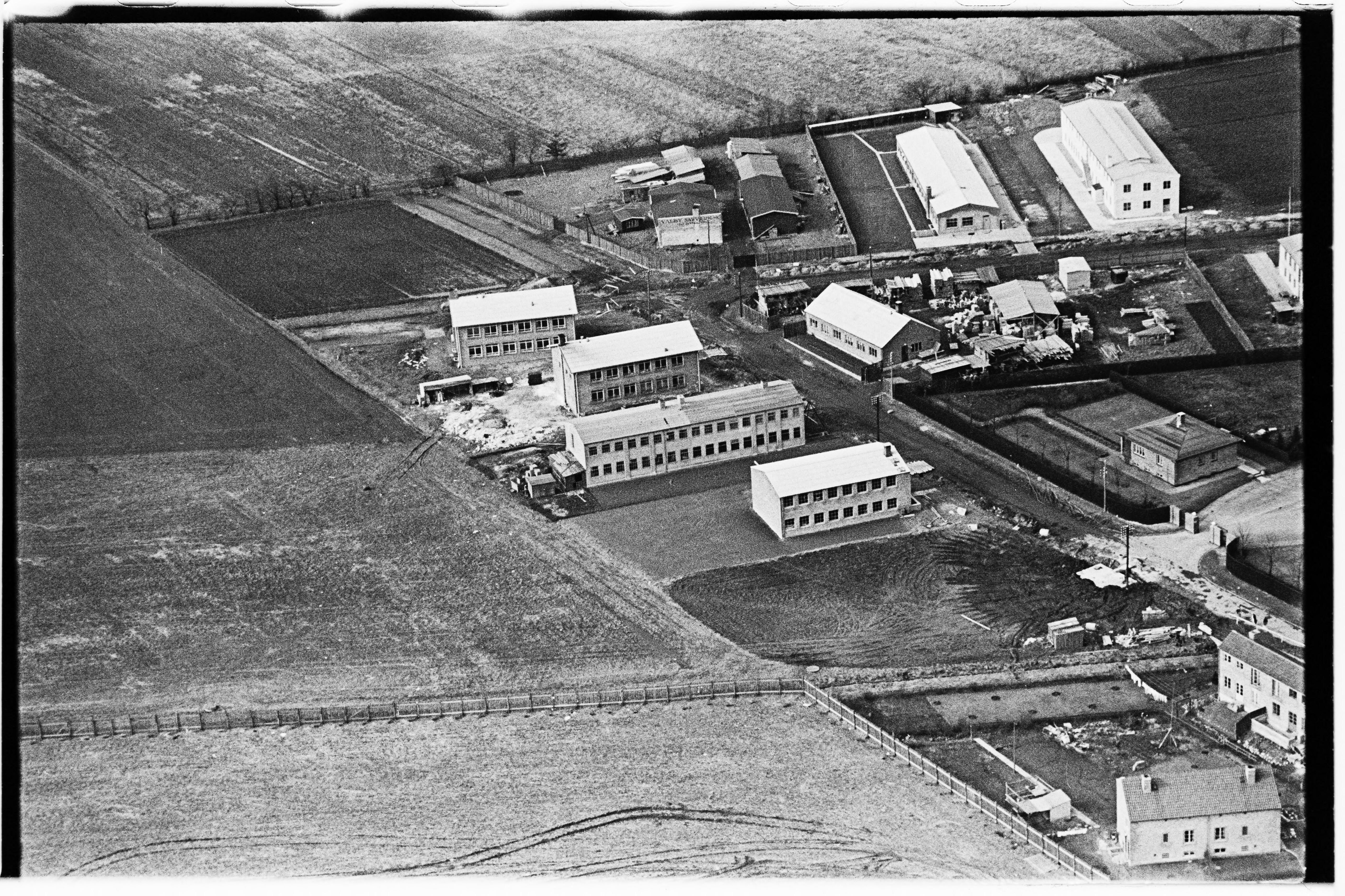 Skråfoto fra 1950-1954 taget 290 meter fra Arnold Nielsens Boulevard 133, st. tv